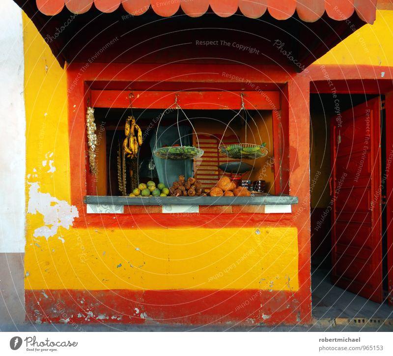 Bei Tante Emma rot Gesunde Ernährung Fenster gelb klein Gesundheit Lebensmittel Frucht Tür offen kaufen Gemüse Ladengeschäft Handel verkaufen Salat