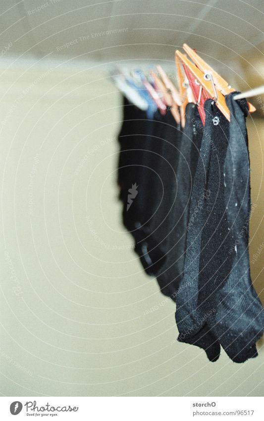 Stillgehangen schwarz Linie Bekleidung frisch Reinigen trocken Strümpfe Wäsche gebraucht Wäscheklammern