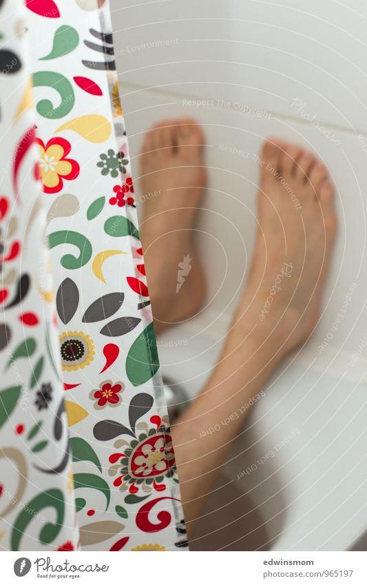 Badezeit Mensch Mann weiß Erholung ruhig Erwachsene natürlich Schwimmen & Baden hell Fuß maskulin nass Badewanne Sauberkeit Wellness Reinlichkeit