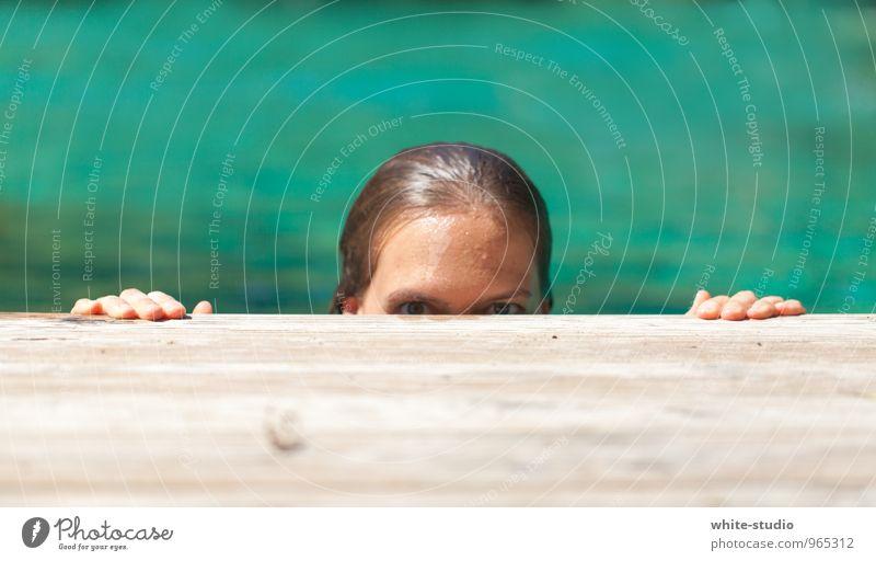 Der Voyeur Schwimmen & Baden Blick verstecken Voyeurismus beobachten nackt Natur Weiblicher Akt Scham Blick in die Kamera Versteck Schwimmbad Sommerurlaub
