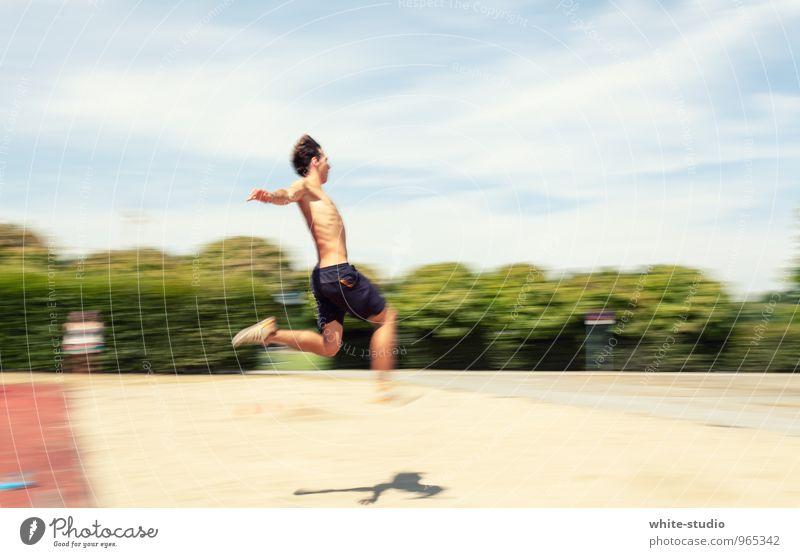 Weit(ester) Sprung Mensch Mann Ferne Erwachsene Sport springen maskulin Kraft Luftverkehr Energie Fitness sportlich Dynamik fliegend Leichtigkeit Sport-Training