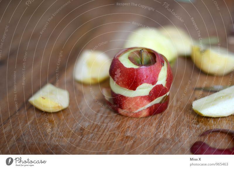 Apfeltag Lebensmittel Frucht Bioprodukte Vegetarische Ernährung Diät Gesunde Ernährung frisch Gesundheit lecker saftig sauer süß Apfelschale Hülle Schneidebrett