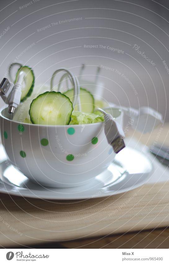 Kabelsalat lustig Technik & Technologie Elektrizität Zukunft Telekommunikation Netzwerk Internet Schalen & Schüsseln Draht Salat Salatbeilage Fortschritt Gurke