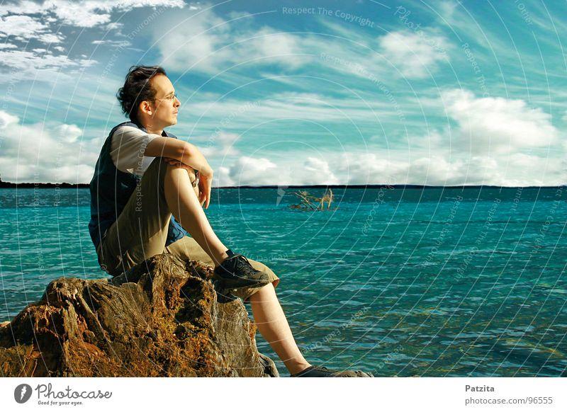 Gedankenversunken Mensch Mann Wasser Himmel Baum Sonne Meer blau Sommer Ferien & Urlaub & Reisen Wolken Einsamkeit Ferne Erholung Freiheit träumen