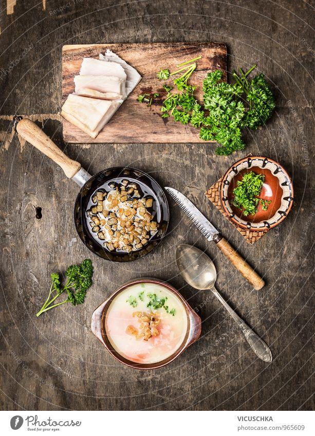 Kartoffelsuppe mit Grieben und Petersilie Wärme Stil Lebensmittel Deutschland Freizeit & Hobby Ernährung retro Kräuter & Gewürze Gemüse Bioprodukte Geschirr Schalen & Schüsseln Teller Fleisch Abendessen altehrwürdig