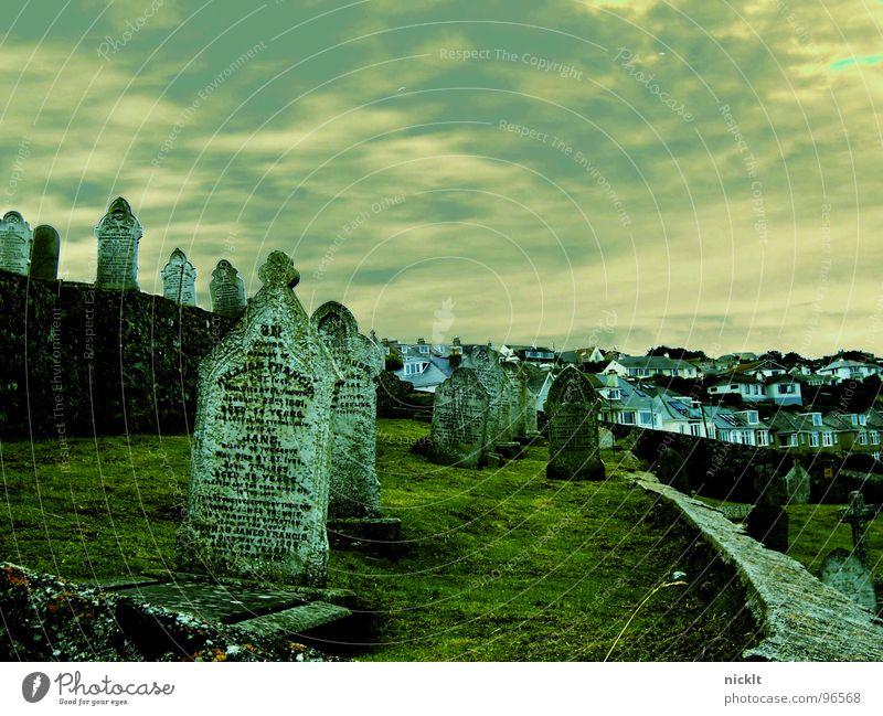 graveyards...in st. yves England Cornwall Friedhof Wolken Grab Gotteshäuser Trauer Verzweiflung Tod Ferne Himmel