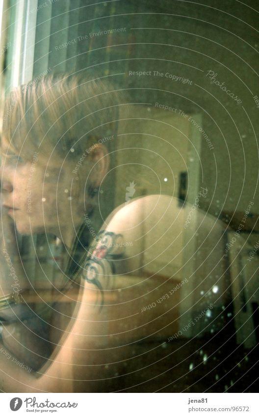 Sommersonntag vor dem Gewitter Reflexion & Spiegelung Fenster durchsichtig Porträt Selbstportrait Denken Gefühle Frau Vergänglichkeit Muse Nachdenken