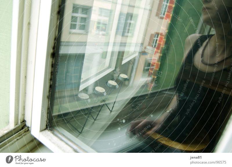 Sommersonntag vor dem Gewitter_II Frau Sommer Gefühle Fenster träumen Denken Aussicht Sehnsucht Gewitter durchsichtig