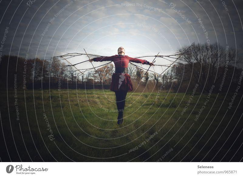 hoch hinaus Ausflug Abenteuer Ferne Freiheit Mensch feminin Frau Erwachsene 1 Umwelt Natur Landschaft Himmel Wolken Wiese Feld Luftverkehr Kleid fliegen