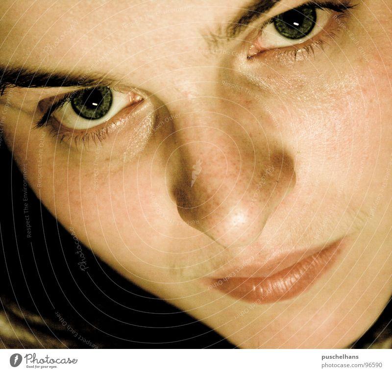 ich kann Dich sehen Frau Gesicht Auge Denken Mund Haut Nase nah Konzentration ernst