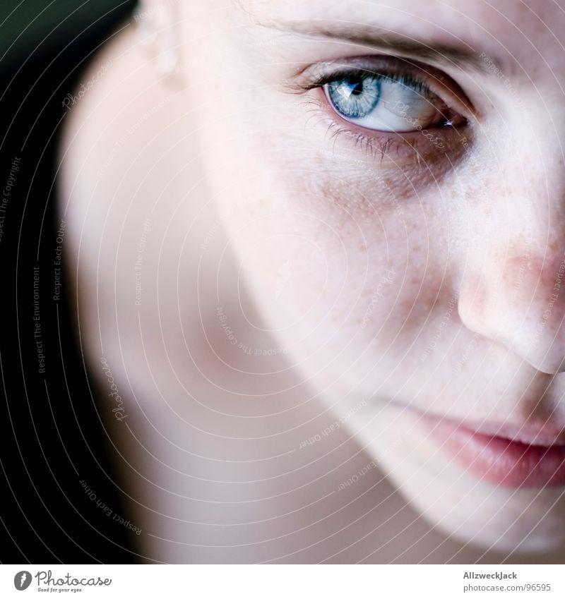 ...weil ich ein Mädchen bin... Frau schön Gesicht ruhig Auge Einsamkeit feminin Kopf Traurigkeit Denken Mund Nase Trauer süß Vertrauen zart