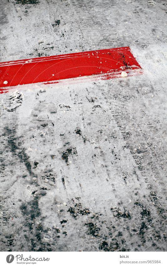 hieb- und stichfest | schnee-deadline Winter Eis Frost Schnee Schneefall Konkurrenz stagnierend Termin & Datum Schneedecke Rutschgefahr Farbfoto