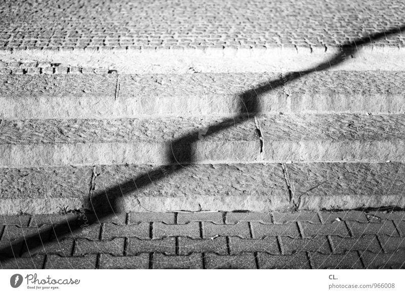 stufen Treppe Verkehrswege Straße Wege & Pfade Bürgersteig Linie Zickzack eckig Wachstum aufwärts Entwicklung Schwarzweißfoto Außenaufnahme Menschenleer Tag