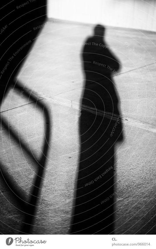 schattenmann Mensch Mann dunkel Erwachsene Wand Leben Straße Wege & Pfade Mauer maskulin groß Geländer Identität anonym Fotografieren Selbstportrait
