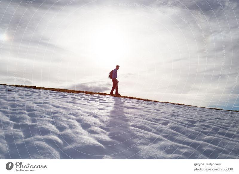 Ausflug Ferien & Urlaub & Reisen Tourismus Winter Schnee Winterurlaub Berge u. Gebirge wandern Natur Landschaft Alpen Gipfel Schneebedeckte Gipfel genießen