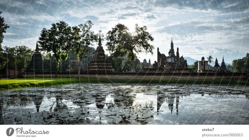 Ursprungs Thailand Park See Palast Ruine Wahrzeichen Denkmal Kultur Religion & Glaube ruhig Sukothai Tempel Buddhismus Farbfoto Textfreiraum unten Weitwinkel