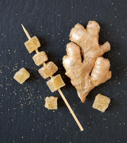 Ingwer kandiert I Lebensmittel Kräuter & Gewürze Zucker Ernährung Bioprodukte Vegetarische Ernährung Diät Gesundheit Gesunde Ernährung gelb gold schwarz