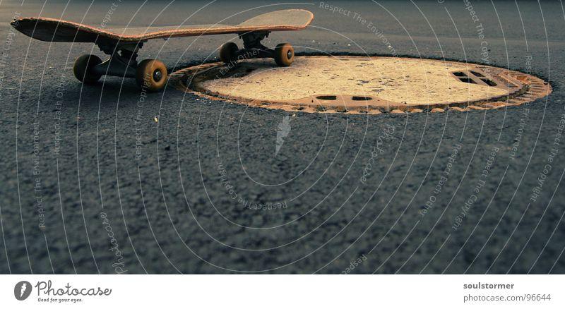 standing there... Skateboarding springen hüpfen Luft Artist Freak Industrielandschaft Gully Funsport Verkehrswege Skatesession Rolle fliegen grind Dynamik
