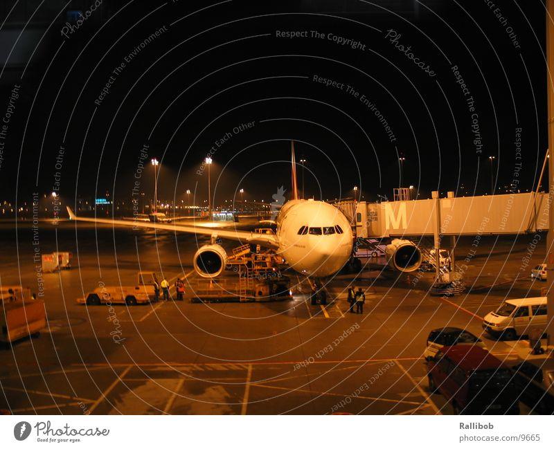 Home Base Flugzeug Luftverkehr Flughafen laden ankern Rollfeld