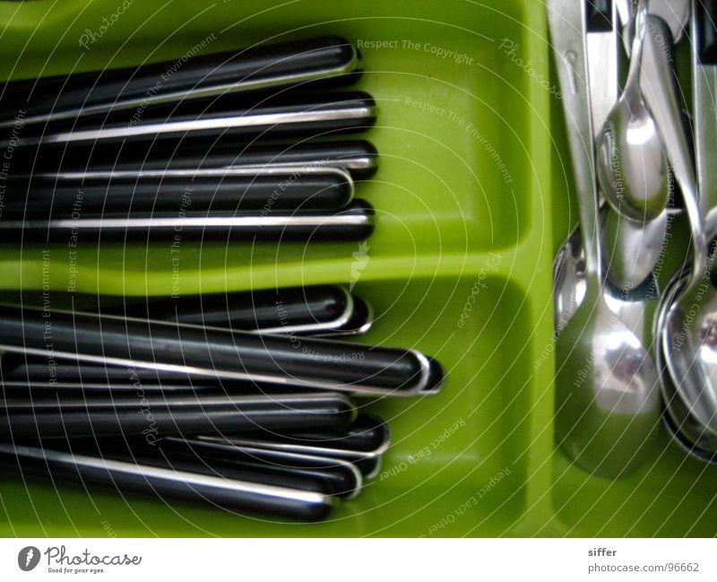 i should eat more 2 grün schwarz gelb hellgrün Löffel Gabel Besteck Schublade Regal Bla Küche Gastronomie Messer Ernährung znacht esses Mittagessen black spun