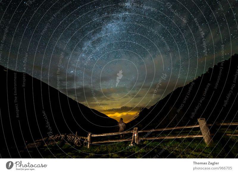 Watching The Stars Mensch Himmel Natur Sommer Erholung Einsamkeit Landschaft ruhig Ferne Wald Umwelt Berge u. Gebirge Freiheit träumen Idylle Nebel