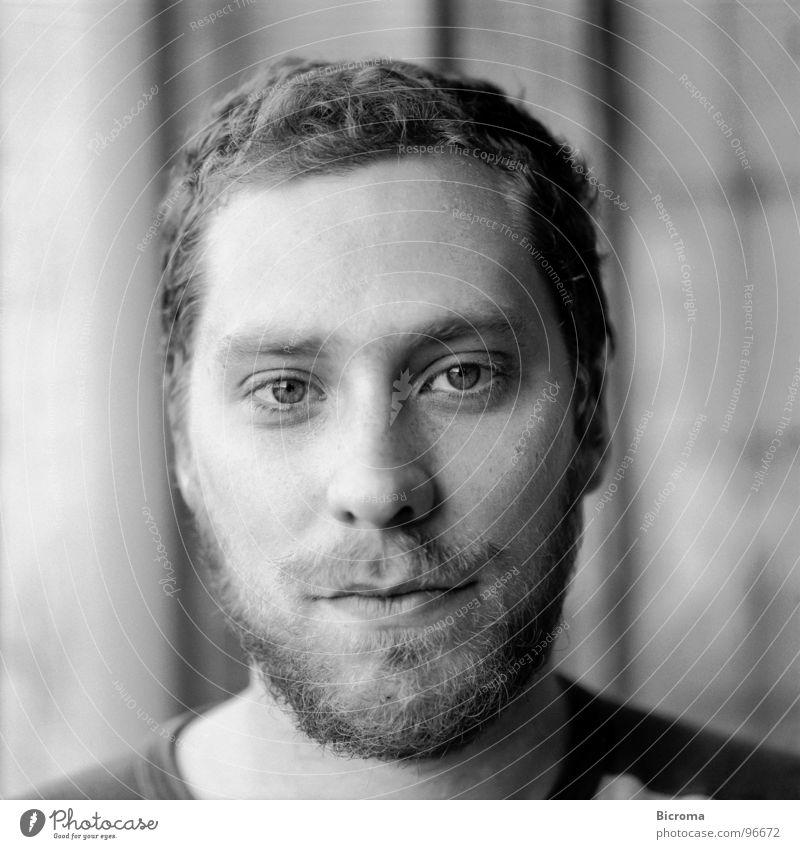Portrait Porträt Mittelformat Bart Student Mann Schwarzweißfoto Blick Achitekt Anstreicher