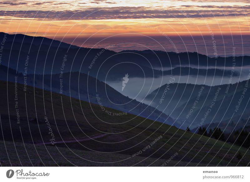 im Tal des Nebels Ferien & Urlaub & Reisen Tourismus Ferne Freiheit Berge u. Gebirge Natur Landschaft Luft Himmel Wolken Horizont Herbst Klima Wetter Baum Wald