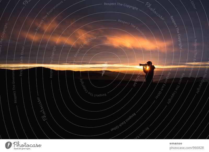 sunset shooter Mensch Himmel Natur Ferien & Urlaub & Reisen Mann Landschaft Wolken Freude Ferne dunkel Wald Berge u. Gebirge Erwachsene Lifestyle Freiheit