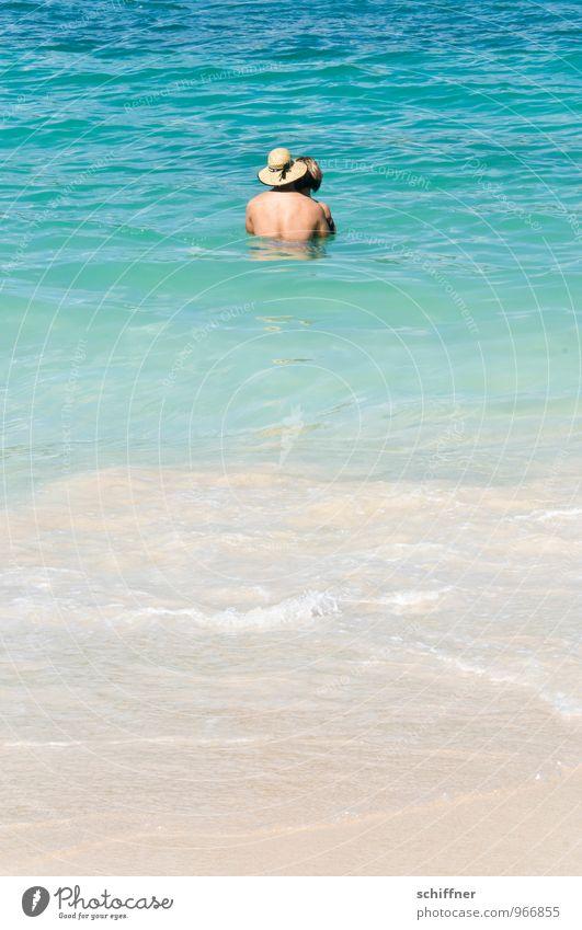 Paarbad Mensch maskulin feminin Frau Erwachsene Mann Partner Rücken 2 18-30 Jahre Jugendliche Wellen Küste Strand Meer Glück kuschlig türkis Erholung