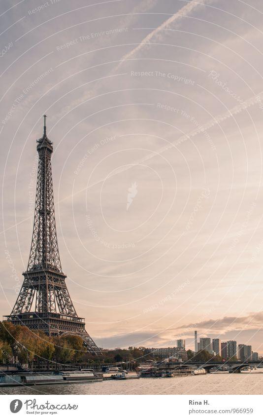 Paris im Herbst III Ferien & Urlaub & Reisen Tourismus Sightseeing Himmel Schönes Wetter Baum Fluss Skyline Sehenswürdigkeit Wahrzeichen Tour d'Eiffel
