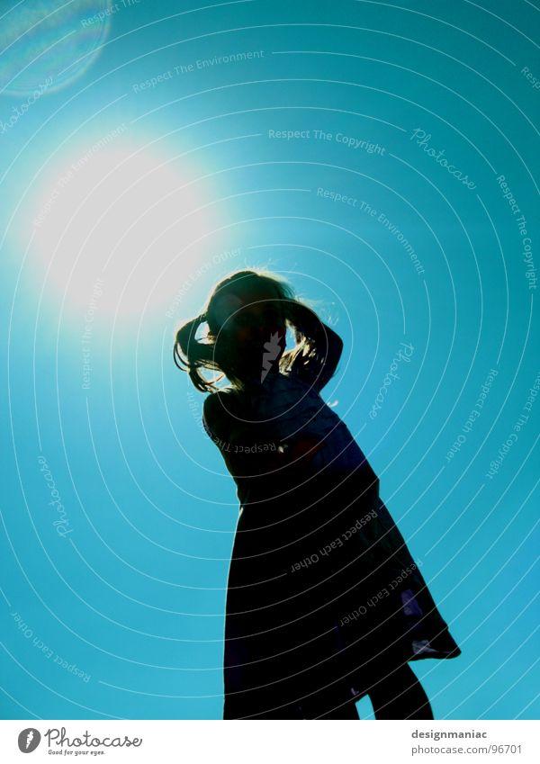 Eins... Kind Mädchen Himmel Sonne blau Sommer Freude schwarz Haare & Frisuren Wärme hell warten blond Kleid Wüste Physik