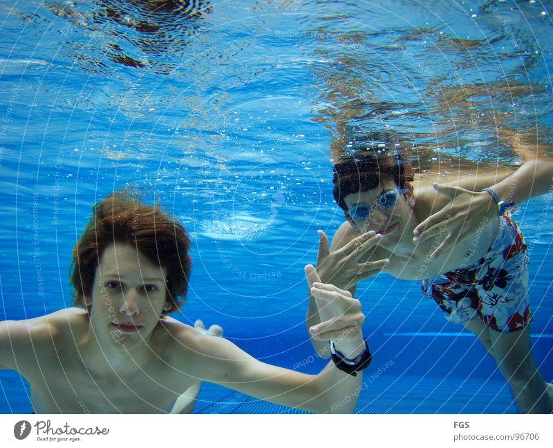Blubb Blubb II Unterwasseraufnahme feucht nass Sauerstoff Wasser Freundschaft faszinierend stark Sport Spielen Wassersport Jugendliche Boden Bodenbelag o2 yeah