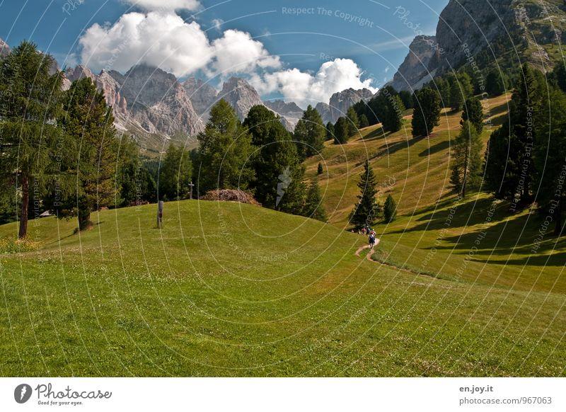 Wanderlust Natur Ferien & Urlaub & Reisen blau grün Erholung Landschaft Wolken Berge u. Gebirge Bewegung Wiese Wege & Pfade Gesundheit Menschengruppe Felsen