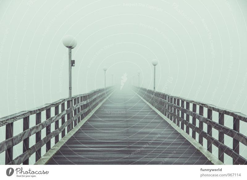 Am Ende des Weges... Menschenleer Brücke Steg bedrohlich Ferne gruselig Hoffnung Glaube demütig träumen Traurigkeit Trauer Tod Sehnsucht Fernweh Einsamkeit