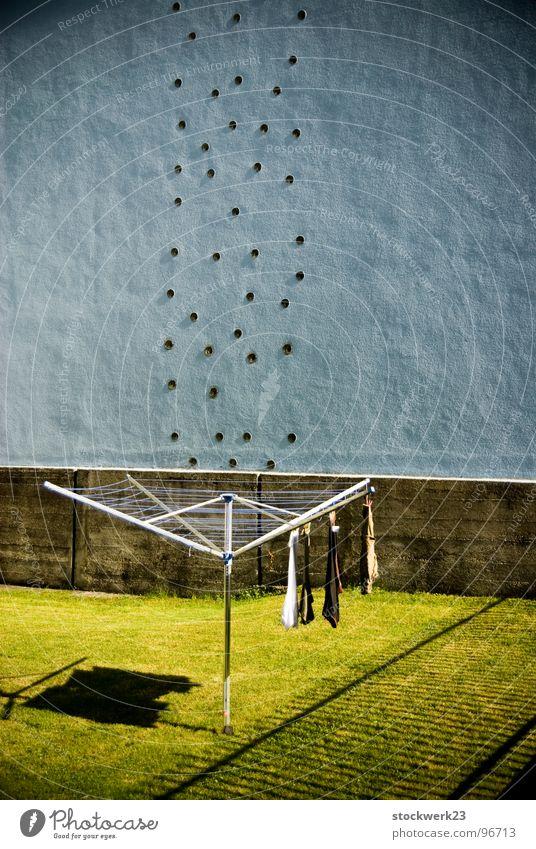 Trocken trocken Wäscheständer Sauberkeit old-school Wand Haushalt Sommer luftgetrocknet bubbles blasen Rasen