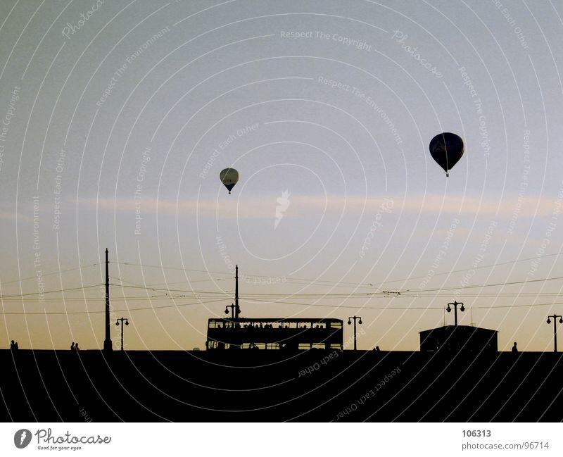 GROSSSTADTIDYLLE Ballone frei über den Wolken Haus Gesellschaft (Soziologie) Gebäude Freiraum Luft Ferne fahren Tourismus Leitung Sonnenuntergang Elbbrücke