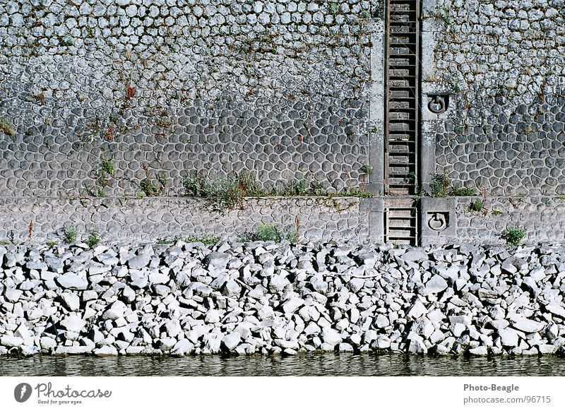 Niedrigwasser II Hafen Sommer Wand Anlegestelle Mauer Mole Steinmauer Wasserfahrzeug Dock Portwein Industrie Schifffahrt Leiter harbor harbour water dockside