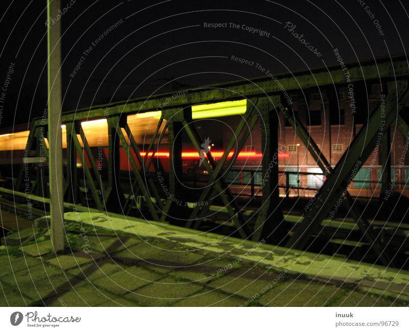 Informationsquellen zum Halogen Lampe Gras Bahnhof Kopfsteinpflaster Schornstein Pfosten Steckdose Bahnsteig blaugrünviolett