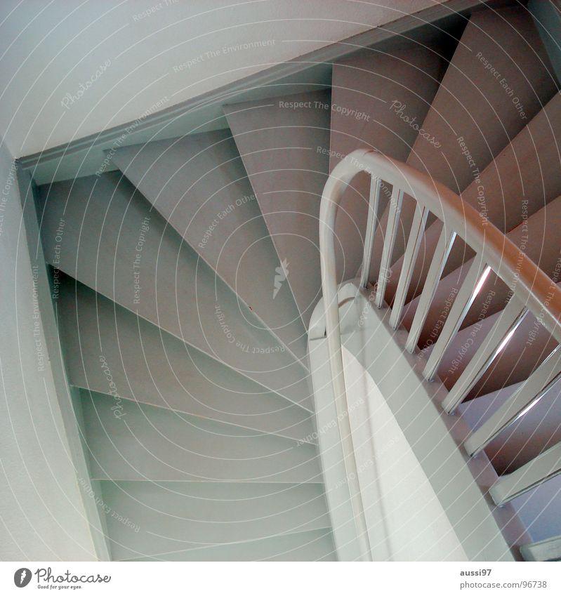 Treppauf... Haus gehen Treppe Häusliches Leben unten aufwärts Flur abwärts Treppengeländer