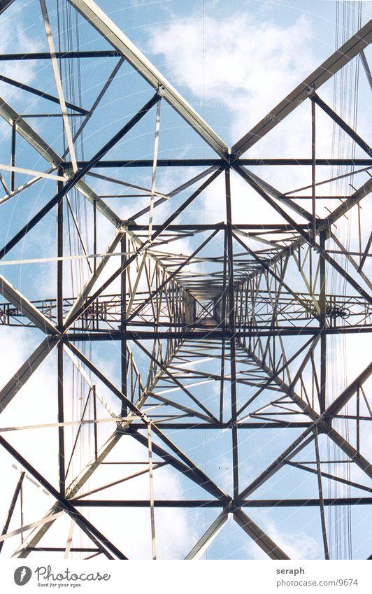 Strommast Himmel Wolken Architektur Energiewirtschaft Perspektive Elektrizität Turm Technik & Technologie Kabel Bauwerk Konstruktion Spannung Draht