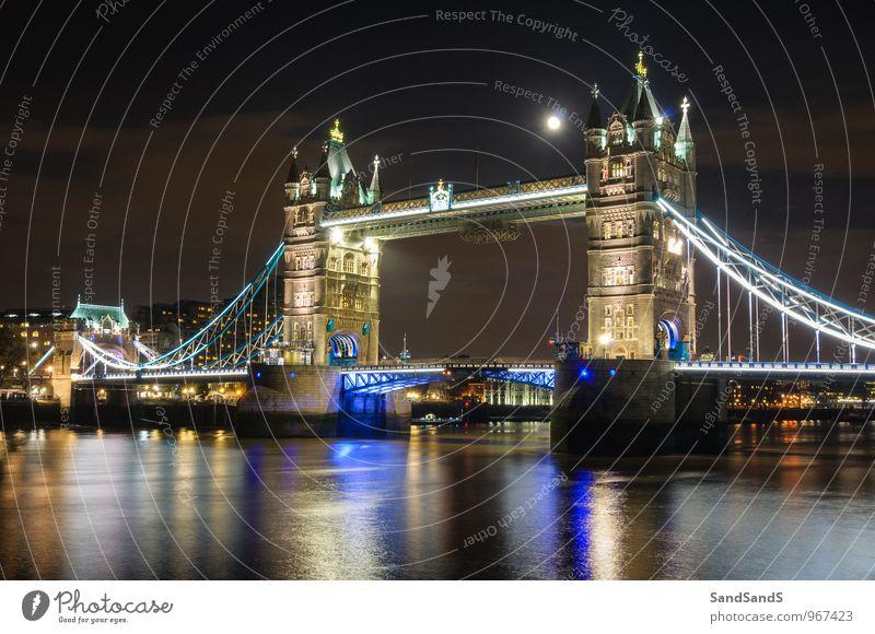 Mond über der Tower Bridge Museum Architektur Kultur Stadt Hauptstadt Brücke Turm Bauwerk Gebäude Sehenswürdigkeit Wahrzeichen Denkmal Idylle London Farbfoto