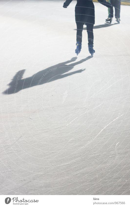 Doppellutz Freizeit & Hobby Winter Winterurlaub Selbstbeherrschung anstrengen Eis Schlittschuhlaufen Frost Eisbahn gleiten Außenaufnahme Textfreiraum unten