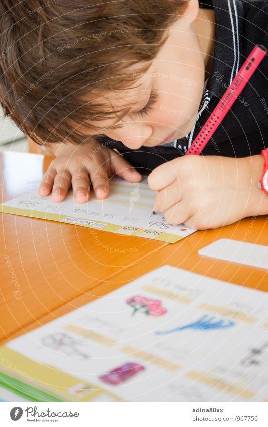 Schulkind III / Schule macht Spaß Kindererziehung Bildung lernen Klassenraum Mädchen Schreibwaren Schreibstift Schriftzeichen Arbeit & Erwerbstätigkeit Denken