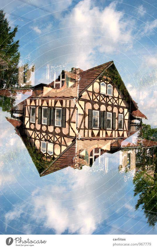 Doppelt, gerade Fachwerkfassade Doppelbelichtung alt verfallen Eisenach blau braun Dach Fenster Fassade Altstadt Renovieren Sanieren Altbau