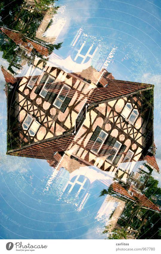 Doppelt, schräg Fachwerkfassade Doppelbelichtung alt verfallen Eisenach blau braun Dach Fenster Fassade Altstadt Renovieren Sanieren Altbau
