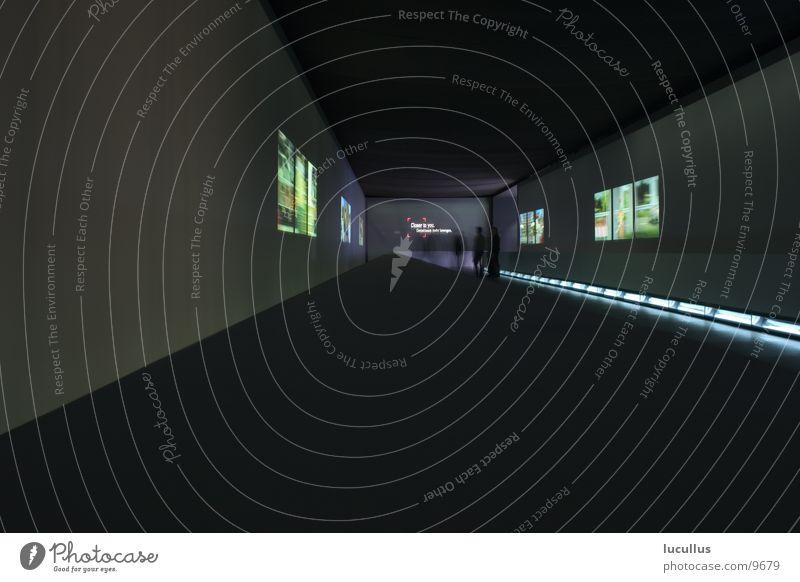 IAA 2004 Daimler Architektur Langzeitbelichtung Nacht Projektion Ausstellung Fenster Raum Kunst Gang