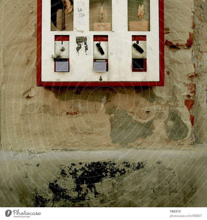 MAGST'N KAUGÄDDSCHOR? alt Stadt rot Ernährung Wand Stein Mauer dreckig Technik & Technologie Industriefotografie kaputt Gastronomie Kindheit Kasten Verfall Süßwaren