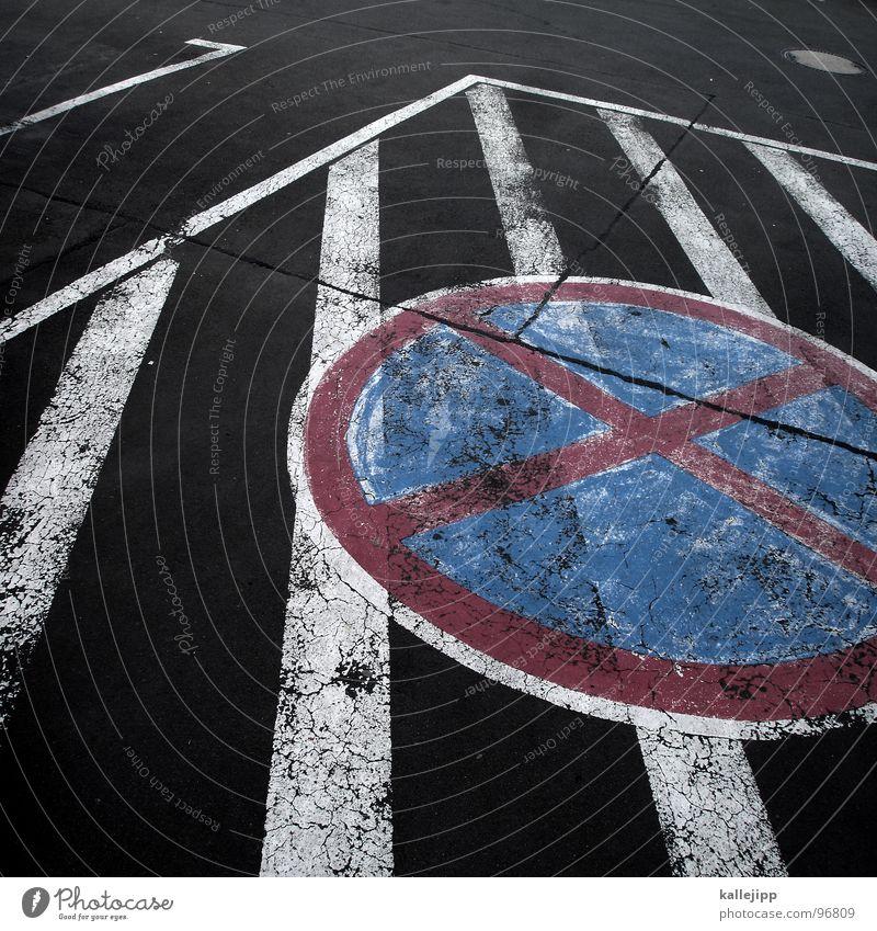 doppelt gemoppelt hält besser? Schilder & Markierungen Beton Platz Verkehr Bodenbelag Streifen Asphalt Zeichen Bauernhof Schmerz Warnhinweis Amerika parken
