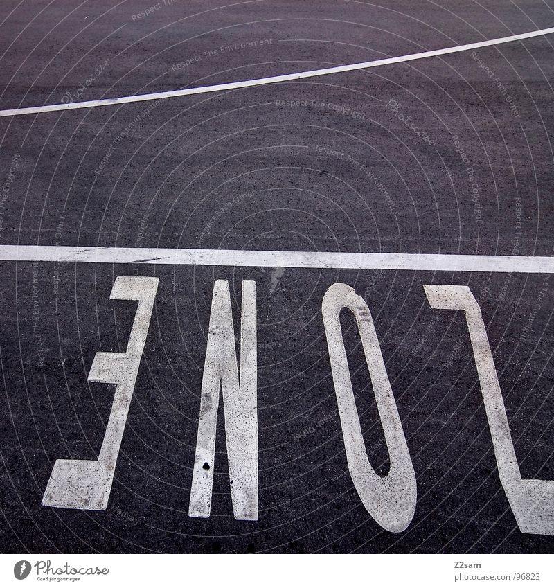 zone weiß schwarz Stil Linie Deutschland Beton Schilder & Markierungen Ordnung modern Schriftzeichen Buchstaben Ladengeschäft Zaun Wort Parkplatz Teer
