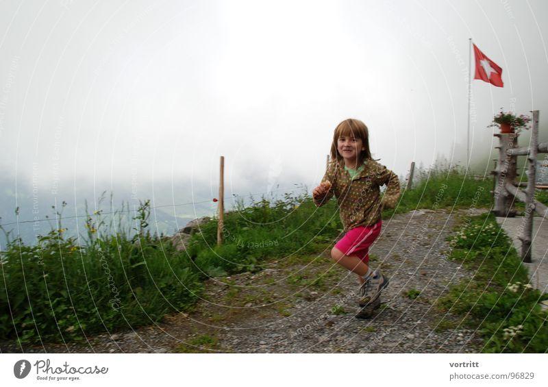 schweizer eislauf Kind Mädchen Freude Wiese Gras Berge u. Gebirge Wege & Pfade Eis laufen Fahne Schweiz Fleck Alm